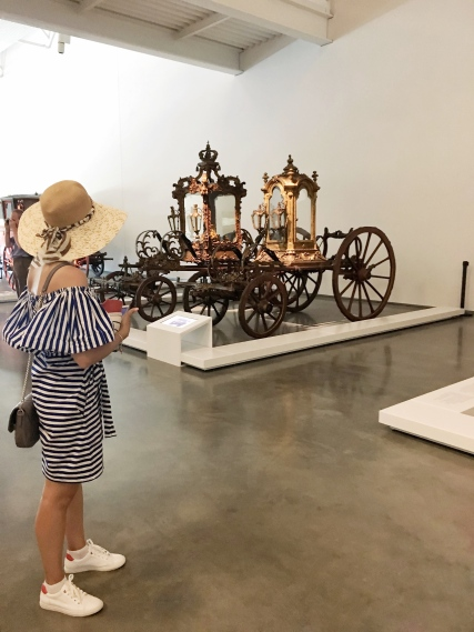 womaninhat_coachmusuem_belem-1