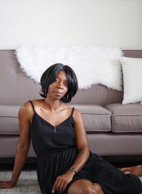 Blackwoman_stylish_athome_